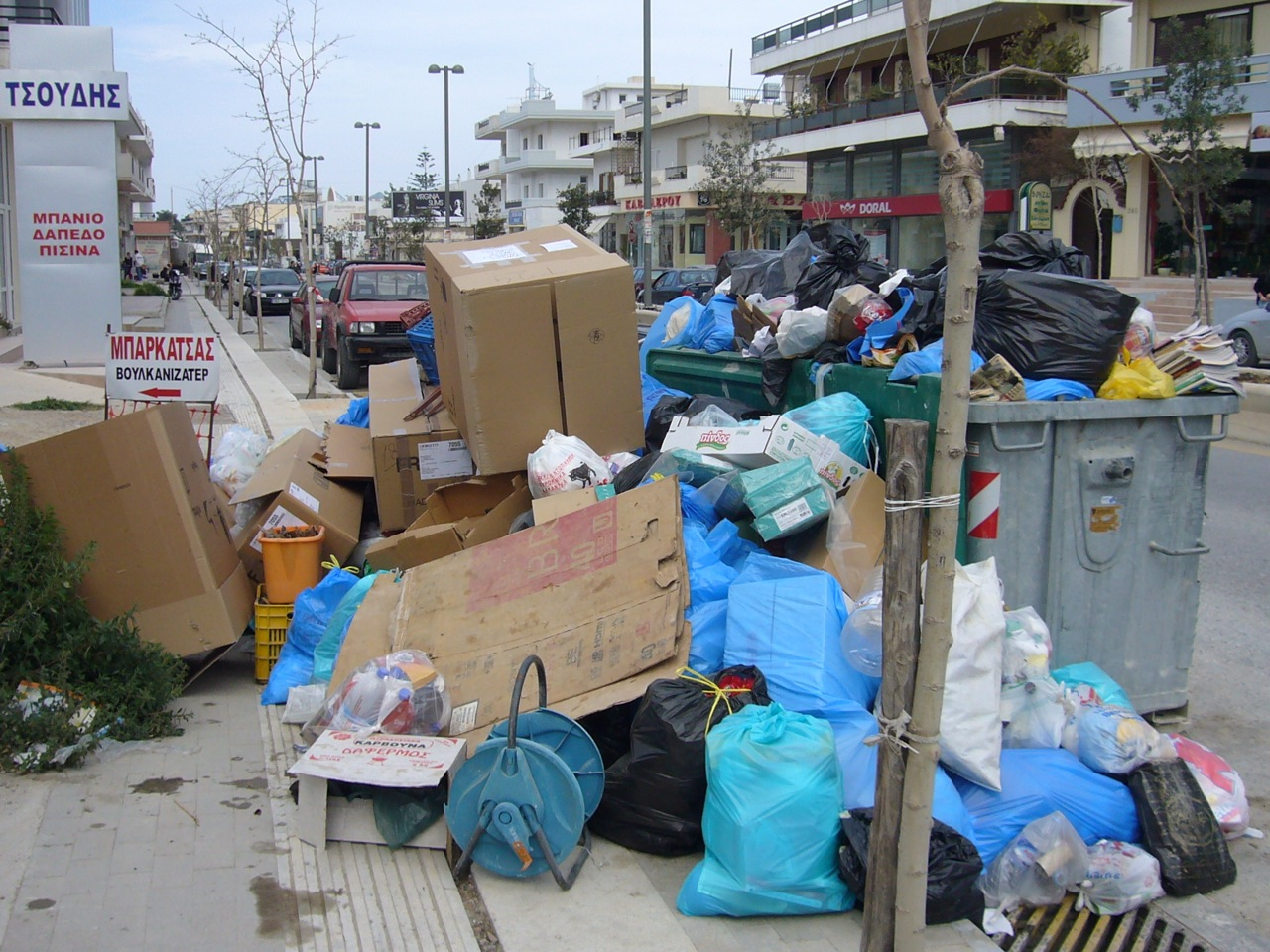 Knossou dump 2008-03-19-4.jpg